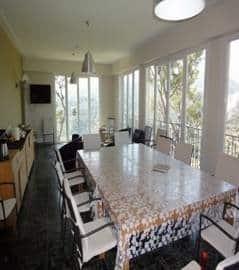 La salle à manger de la Maison la Forêt, H&H Alpes Maritimes