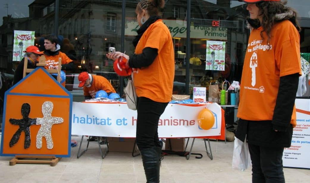 hh56-cml-stand-devant-marché.jpg