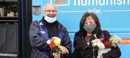 Escale solidaire pour le bus d'Habitat et humanisme : une pause-café, une oreille attentive et ça repart