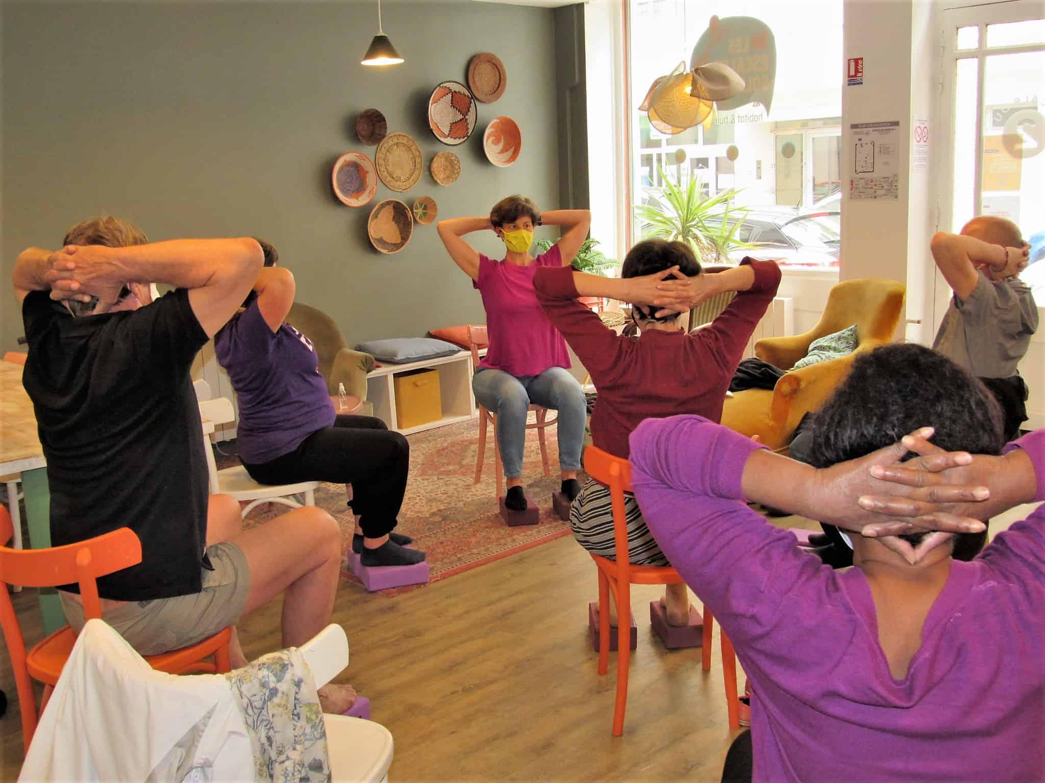 Yoga avec chaise